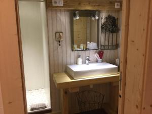 Salle de bains dans l'établissement La Ferme de Là-haut B&B