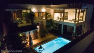 Der Swimmingpool an oder in der Nähe von Pingo Premium