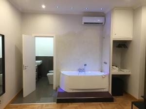 A bathroom at Roma Veneto Relais