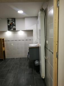 Salle de bains dans l'établissement Emile Combes Douchy