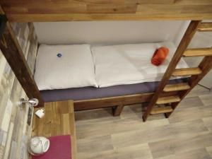 A bed or beds in a room at Cityflair Berlin Apartments & Rooms