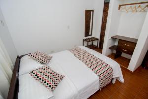 A bed or beds in a room at La Choza Bungalows