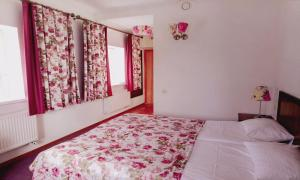 A bed or beds in a room at Hotel Muravskiy Trakt