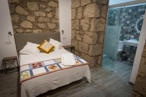 A bed or beds in a room at Hotel Boutique The Cathedral