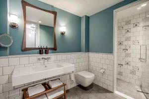 Een badkamer bij Hotel TWENTY EIGHT