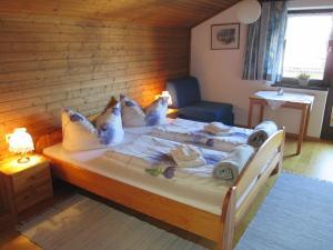 Ein Bett oder Betten in einem Zimmer der Unterkunft Haus Schneider