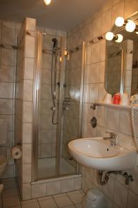 Ein Badezimmer in der Unterkunft Albertus Paris Stadt - Appartement