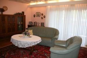 Ein Sitzbereich in der Unterkunft Albertus Paris Stadt - Appartement
