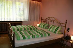 Ein Bett oder Betten in einem Zimmer der Unterkunft Albertus Paris Stadt - Appartement