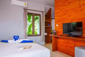 A bed or beds in a room at Kantiang View Resort