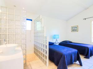 A bed or beds in a room at Holiday Home Les Oliviers