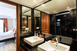 A bathroom at Stunning 2 Bed Apartment L'Hivernage Pearl
