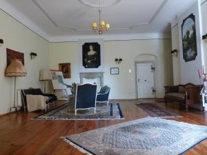 Ein Sitzbereich in der Unterkunft Schloss Triestewitz