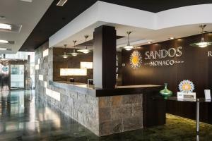 De lobby of receptie bij Sandos Monaco