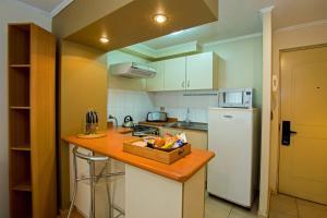A cozinha ou cozinha compacta de Apart Hotel RQ City Center