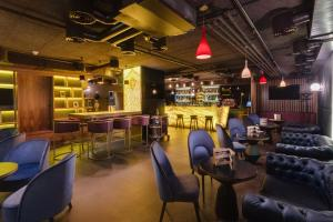 The lounge or bar area at DoubleTree by Hilton Hotel Cluj - City Plaza