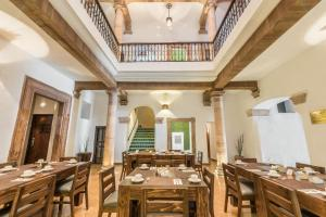 A restaurant or other place to eat at Hotel Casa Virreyes