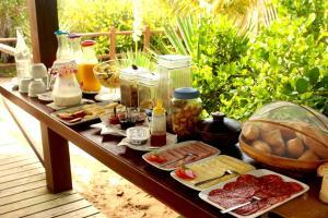 Opções de café da manhã disponíveis para hóspedes em Village Mata Encantada