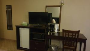 A television and/or entertainment centre at Melville Country Inn