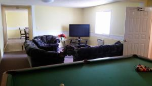 A billiards table at Melville Country Inn