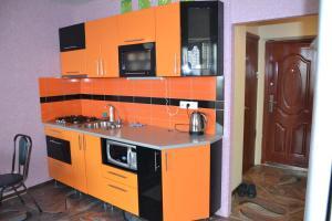 Кухня или мини-кухня в Апартаменты в 6-ом микрорайоне