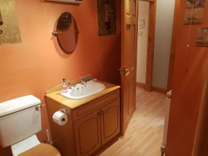 A bathroom at Hosefield Bed and Breakfast