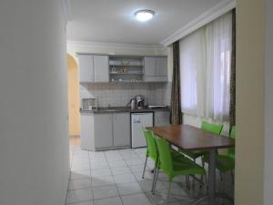 Küche/Küchenzeile in der Unterkunft Sailor Apart Hotel