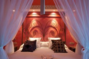 A bed or beds in a room at Hotel Infanta Leonor