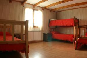A bunk bed or bunk beds in a room at Hostel de Las Manos