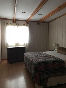 A bed or beds in a room at Hostel de Las Manos