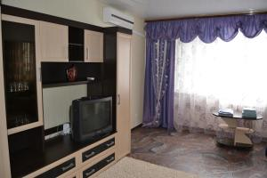 A television and/or entertainment center at Apartment in Shestoy mikrorayon