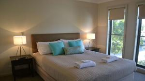 A bed or beds in a room at 37D Cypress Drive Mulwala
