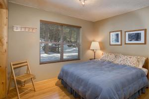 A bed or beds in a room at 7S Wawona Chalet