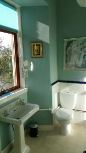 A bathroom at Castle Vale House