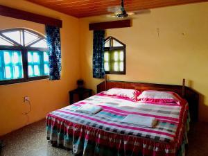 Un ou plusieurs lits dans un hébergement de l'établissement Ayikoo Beach House