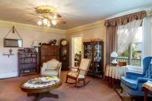 A seating area at Roseberry House Bed & Breakfast