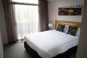 A bed or beds in a room at Mercure Kooindah Waters Central Coast