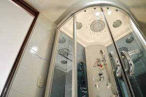 A bathroom at Hotel Tarigua Ocaña