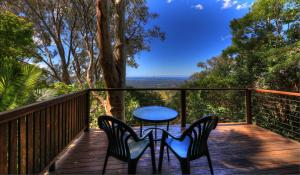 A balcony or terrace at Treetops Seaview Montville