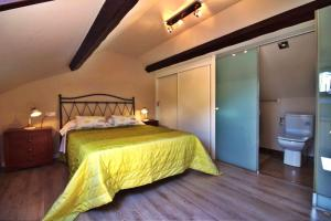 A bed or beds in a room at Casita Valentina