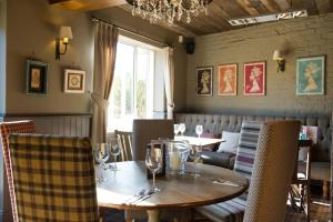 A restaurant or other place to eat at Innkeeper's Lodge Leeds, Calverley