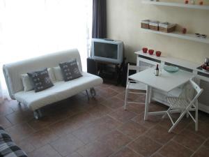 A seating area at Quarenta Studio