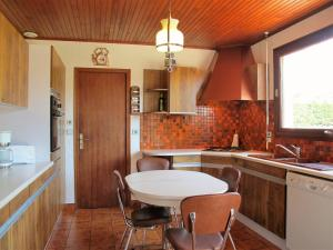 A kitchen or kitchenette at Holiday Home Roitelet