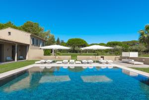 The swimming pool at or close to Villa LA MOUTTE SAINT TROPEZ