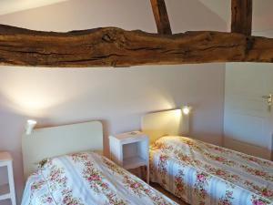 A bed or beds in a room at Holiday Home Le Clos des Vignes