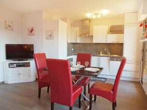 A kitchen or kitchenette at Apartment Baccara