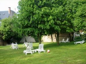 A garden outside Chambres et Tables d'Hotes Les Breuils