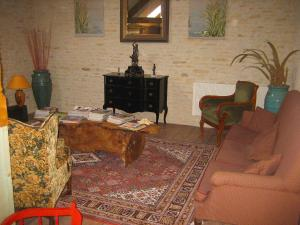 A seating area at Holiday Home Les Glycines