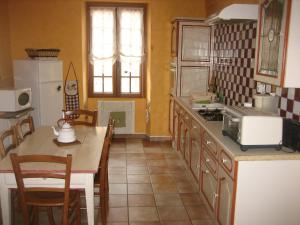 A kitchen or kitchenette at Holiday Home Les Glycines
