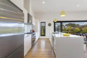 A kitchen or kitchenette at Yaringa St Andrews